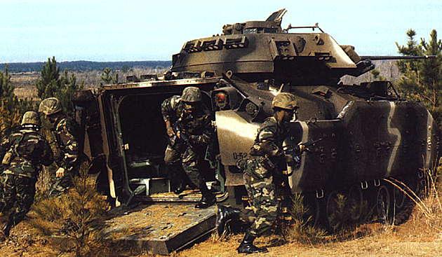 Боевая машина пехоты слайд 04 боевая