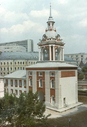 Зарядье (колокольня Знаменского монастыря)