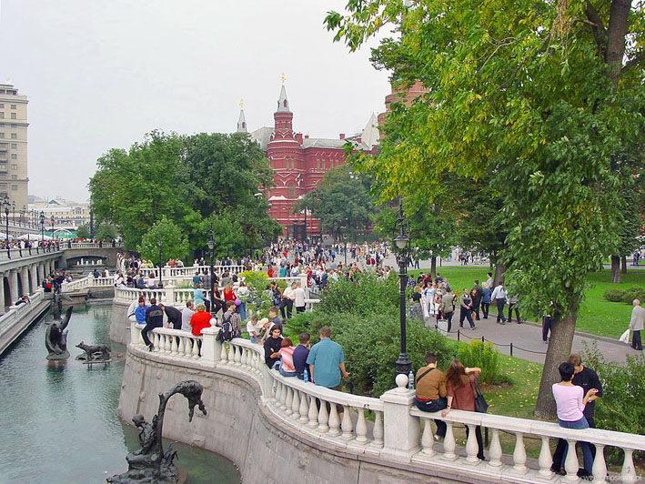 Москва (Манежная площадь. Скульптуры)