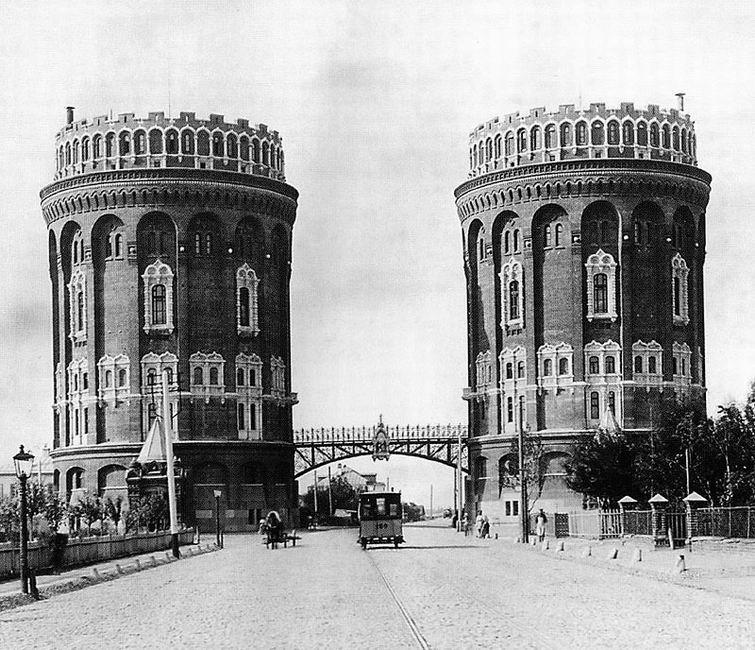 Москва (водонапорные башни у Крестовской заставы)